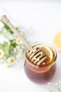 فوائد زيت الزيتون مع العسل لعلاج البشرة والشعر طبيعيًا