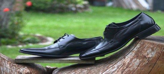تفسير الحذاء الاسود في المنام لابن سيرين والنابلسي لمختلف الحالات