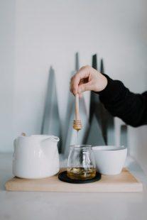 كيف نعرف أن العسل أصلي بهذه الطريقة